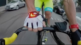 Zackees Best Bike Light - Turn Signal Gloves for your bicycle ride