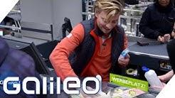 Der harte Job eines Kassierers | Galileo | ProSieben