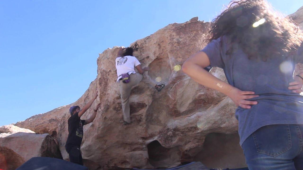 Joshua Tree Bouldering - False Hueco V1