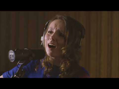 Song Circles: Live Lounge - Roisin O'Hagan performing 'Living In The Dark'