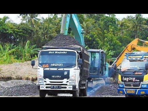Kobelco SK200-10 Excavator Fill Overloaded Dump Truck Isuzu Elf NMR 71HD