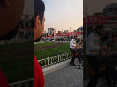 Taksim Meydanında Azeri Kardeşlerimizden Azeri şarkısı