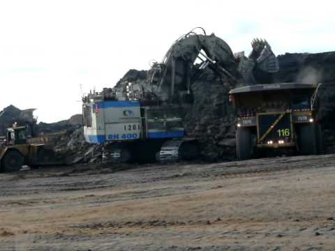 Worlds Largest Hydraulic Shovel, The O&K RH 400 Loads CAT 797B