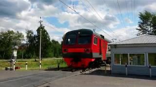 Электропоезд ЭД4М - 0366 на железнодорожном переезде в Электростали