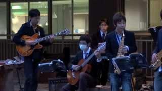 京都大学11月祭吉田南総合館南棟南側で行われたジャズライブです。