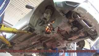 Замена катализатора на пламегаситель на Mitsubishi Outlander. Замена катализатора и гофры глушителя.(, 2015-03-30T06:54:53.000Z)