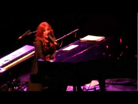 Tori Amos - Gold Dust (Live at Carré Theatre, Amsterdam, NL - 18.10.2011)