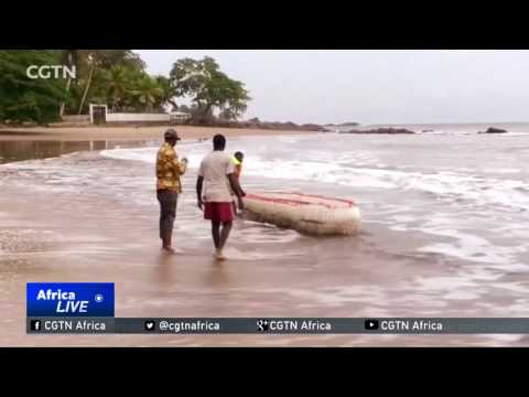Young Cameroonian makes boats from plastic waste