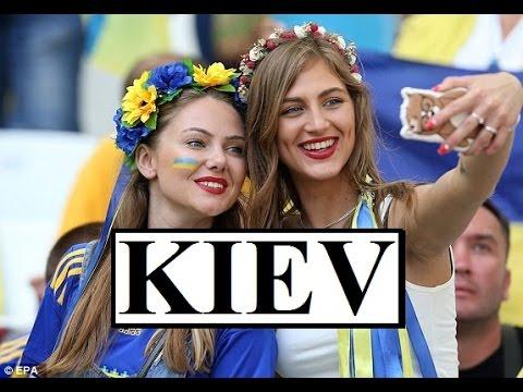 Ukraine/Kiev (Khreschatyk-Street life)