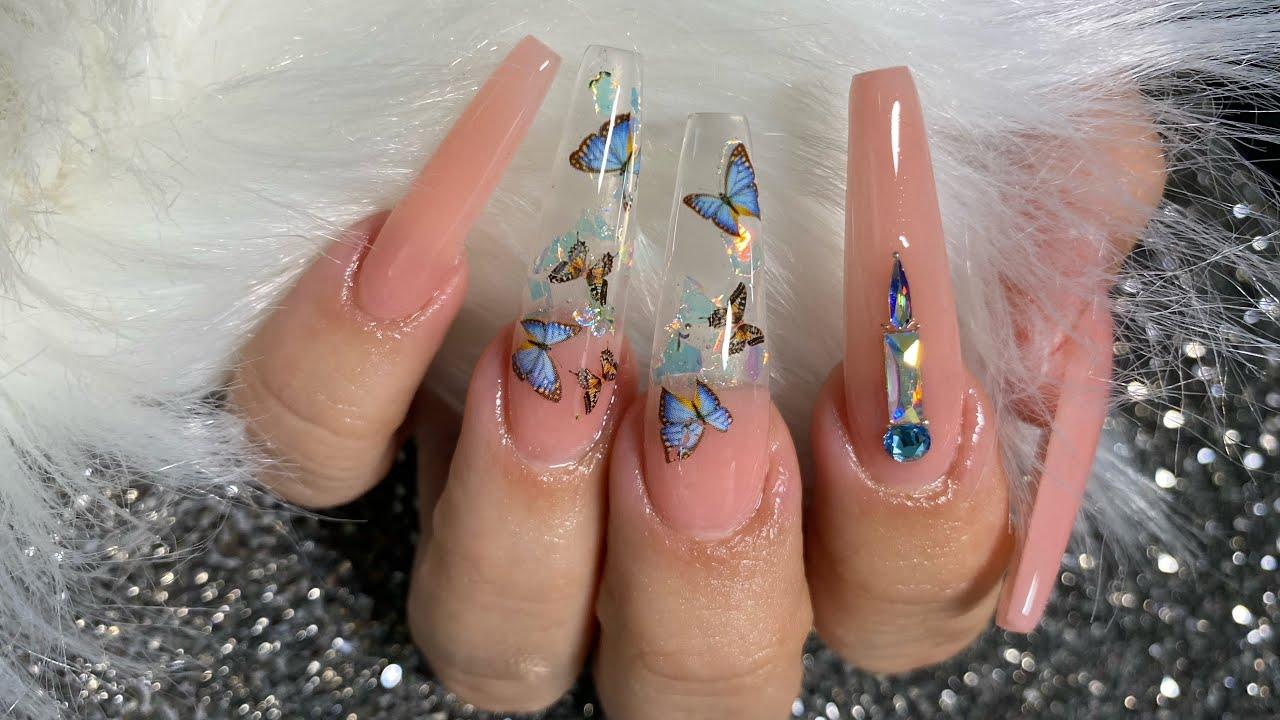 Uñas de mariposas transparentes