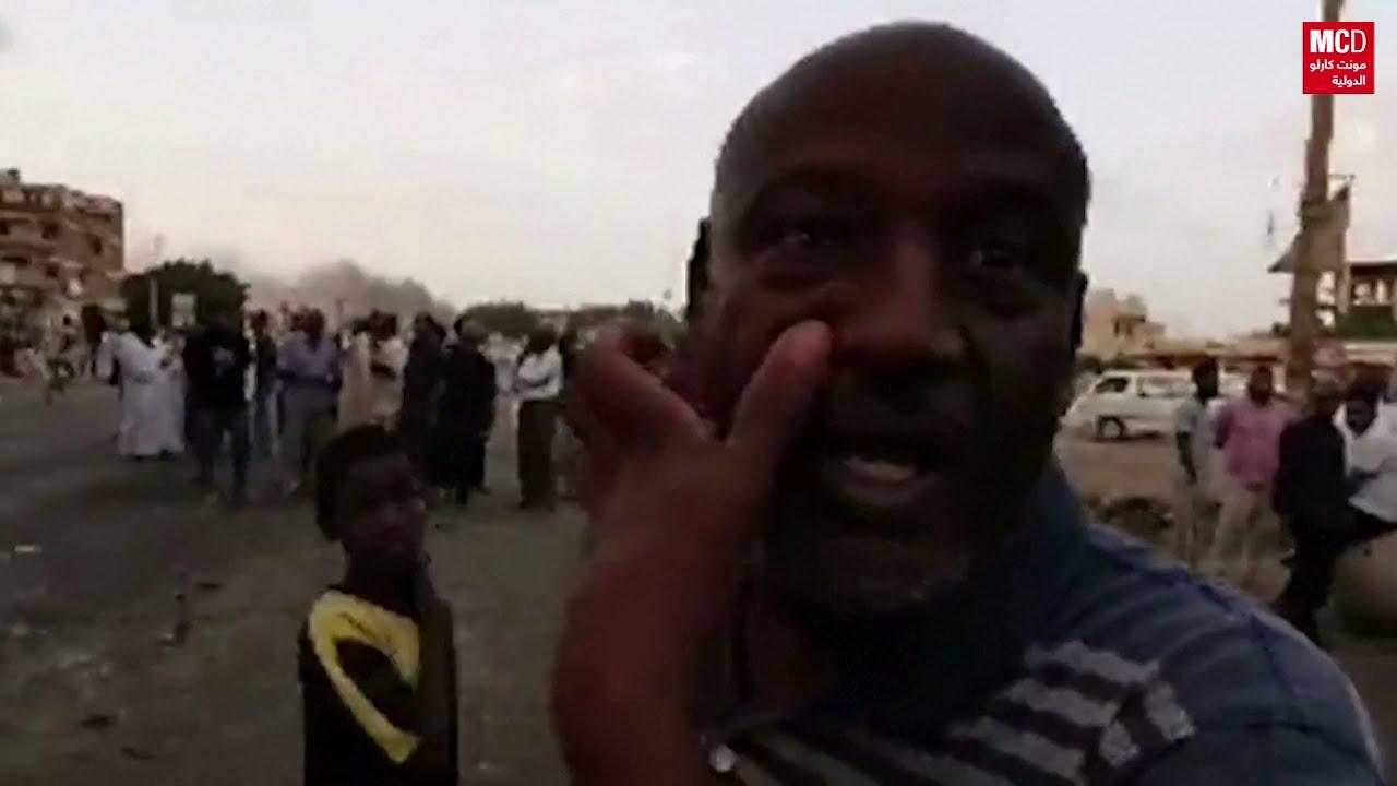 متظاهرون يقطعون طرقاً في الخرطوم احتجاجا على اعتقال مسؤولين حكوميين  - نشر قبل 5 ساعة