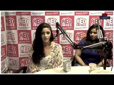 Alia Bhatt Singing Samjhawan Unplugged At Red FM Studio