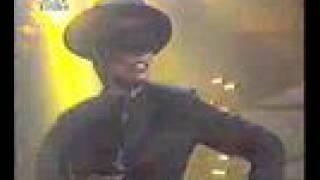 Grace Jones @ Dutch TV-Show performing Amado Mio march 1990