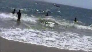 En pelota por la playa