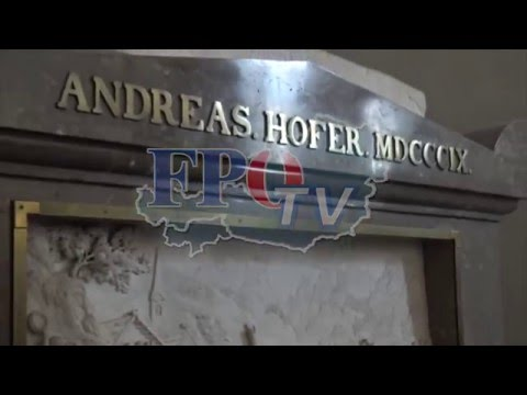 Norbert Hofer am Grab von Andreas Hofer