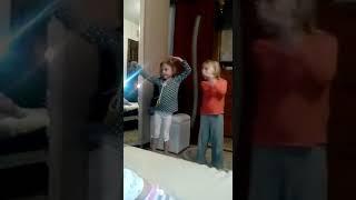 Мои дочки двойняшки танцуют восточный танец из сериала Клон. Танец Жади 2018 год.