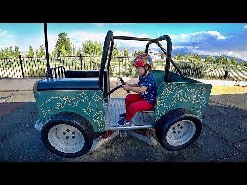 CARRO DE BRINQUEDO NO PARQUINHO INFANTIL!! Fun Outdoor Playground for Kids