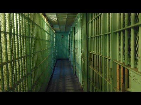 Quase metade dos presos de SP já sofreu agressão nas penitenciárias | SBT Notícias (01/03/18)
