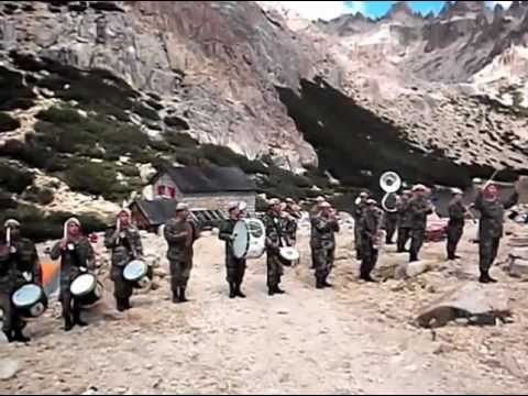 Himno Nacional Argentino en la montaña