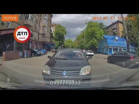 Односторонняя Ереванская, мужчина против шерсти почти проехал всю улицу, но не смог