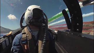 Le Frecce Tricolori su Palermo, le immagini spettacolari dalla cabina di un Mb339