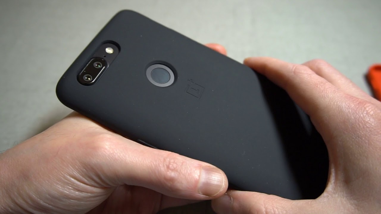 hot sale online 6fc85 2072c Official OnePlus 5T Silicone Protective Case Black Unboxing and Review