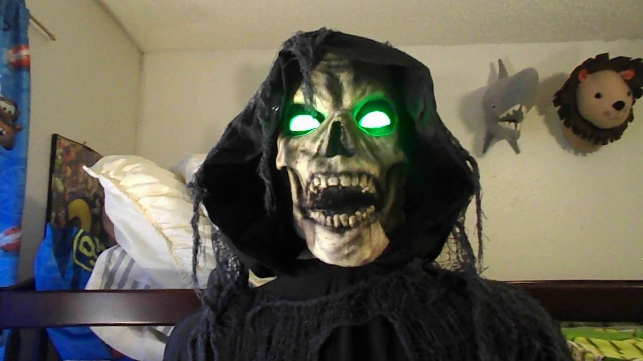 da895f20727f Spirit Halloween 2017 Hanging Hell Fiend - YouTube