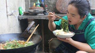 苗大姐搞个火锅来吃,吃不腻,吃到撑,吃了一碗又一碗
