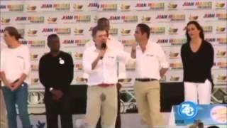 presidente da colombia urina nas calças durante discurso