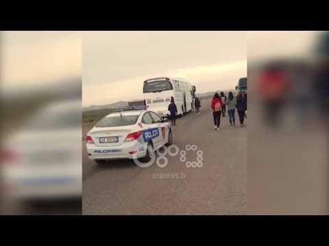 Ora News - Studentët e Durrësit u përcollën në Tiranë nga një helikopter dhe policia