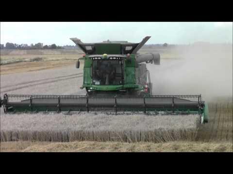 John Deere s690i combines harvesting.2015