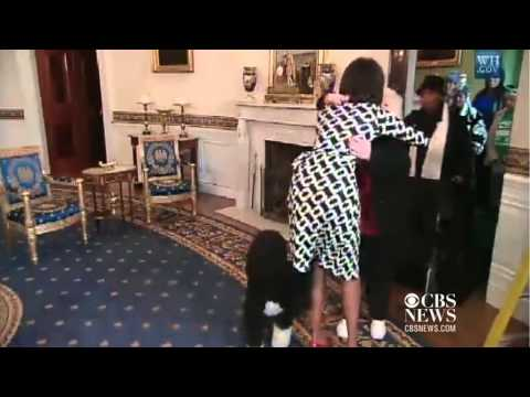 Michelle Obama brings White House tourist to tears