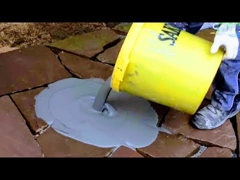 how-to-lay-grout-flagstone-slabs-|-pro-grouting-natural-stone-sand-joints-|masonry-patio-pavers-work