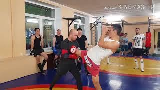 Как бить коленом  Урок тайского бокса