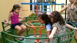 Yanni E Ana Clara No Parquinho