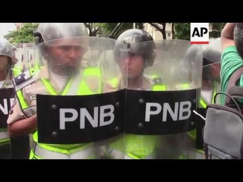 Opposition in Caracas calls for regional elections