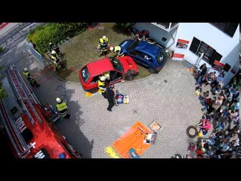 Feuerwehr München Forstenried Autounfall - YouTube