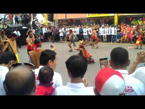 Budaya Adat dari Suku Dayak Tari Pedang Tradisional