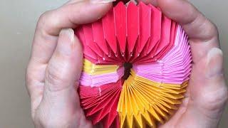 バネのように伸びるグニョグニョ動く折り紙のオモチャ