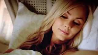 Nick wakes up Elena (Bitten 1x02)