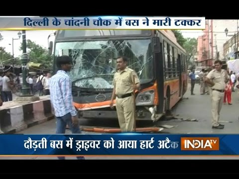 Watch Video as Driver Suffers Heart Attack in Delhi's Chandni Chowk - India TV