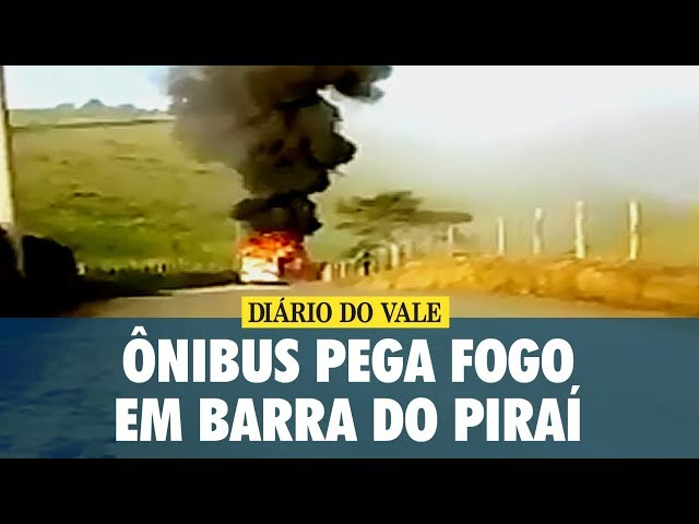 Ônibus pega fogo em Barra do Piraí
