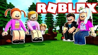 Glückliche Roblox Familie   Camping-Trip   Bear Chases Molly!