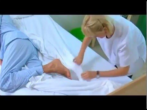 Como hacer la cama con un enfermo acostado youtube for Como hacer un cabezal para la cama