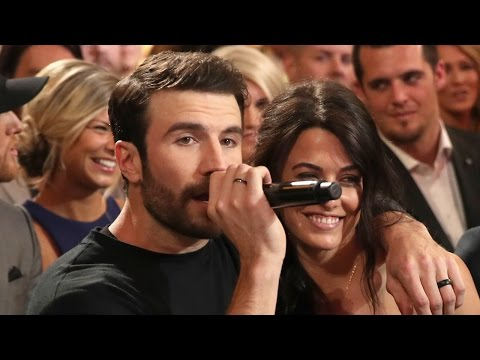 Watch Sam Hunt Cuddle Up To Fiance Hannah Lee Fowler Mid-Performance at the 2017 ACMs!