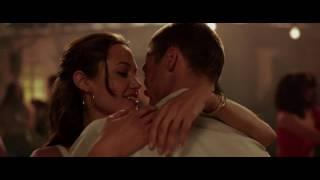 нджелина Джоли утопает в объятиях Бреда Пита
