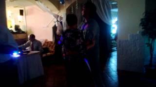 танец сына и матери