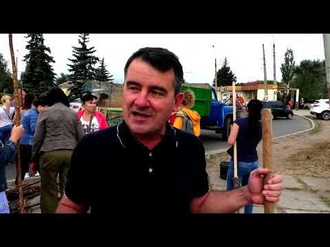 Телебачення Слов'янська – С-плюс: На слов'янському курорті - люди з мітлами та граблями.