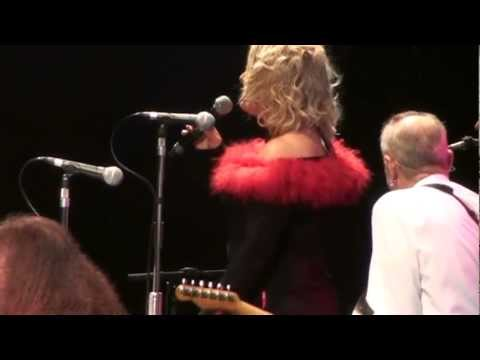 Kim Wilde Status Quo Roy Wood Christmas Quofest medley December 2011