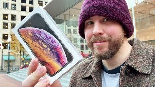 I Giveaway iPhone XS Dressed as Homeless Man To Generous People